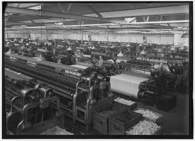 050924 - Textielindustrie. Interieur wollenstoffenfabriek Triborgh aan de Bisschop Zwijsenstraat, Tilburg.