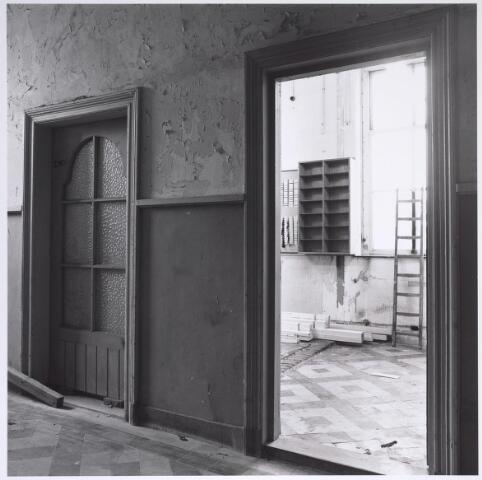 025297 - Interieur van het voormalige St. Rochus Gasthuis aan de Lange Nieuwstraat kort voor de sloop