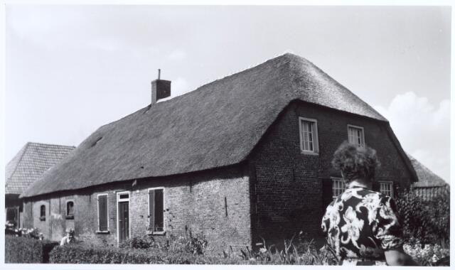 017713 - Boerderij van Priems aan het Heieind, nu Dr. Deelenlaan. Het werd gesloopt in verband met de bouw van het Mariaziekenhuis, nu Tweestedenziekenhuis geheten