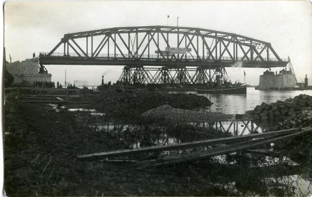 604832 - Aanleg van de brug bij Keizersveer