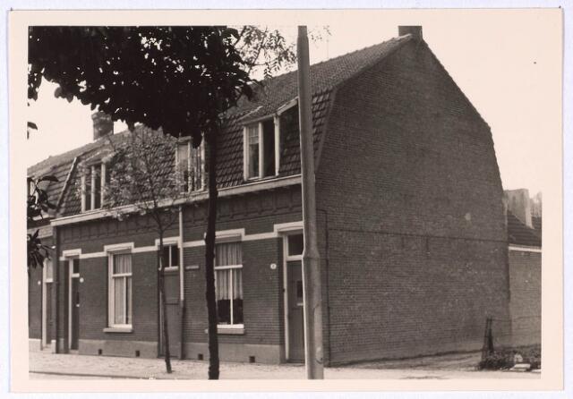 023669 - Panden Kempenbaan (voorheen Koningshoeven) 3 (rechts) en 5 (links)
