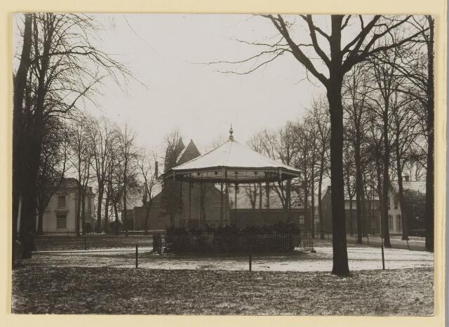 074388 - De oude kiosk op dee Lind te Oisterwijk. afgebroken 1929.