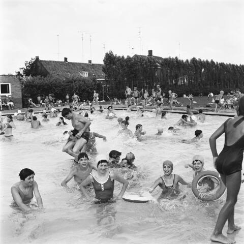 072648 - Zwembad aan de Fabriekstraat.