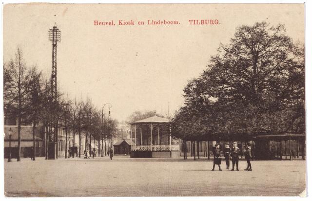 000924 - Zuidoostzijde van de Heuvel met lindeboom en kiosk.