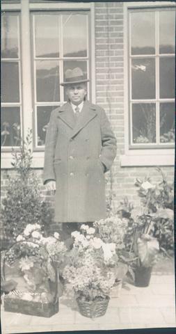 651452 - De heer Van Rooy, hoofd van de 3e openbare lagere school in Tilburg.