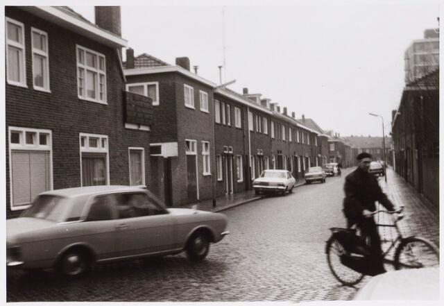 028317 - Woningen in de Paus Adriaanstraat