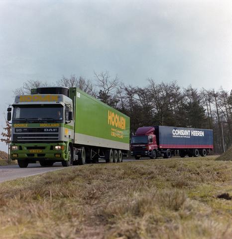 1237_002_206_003 - Ondernemers. Vrachtwagens van Hooijen Transport in maart 1994.