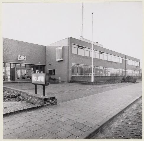 102256 - Het politiebureau aan de van Oldeneellaan.