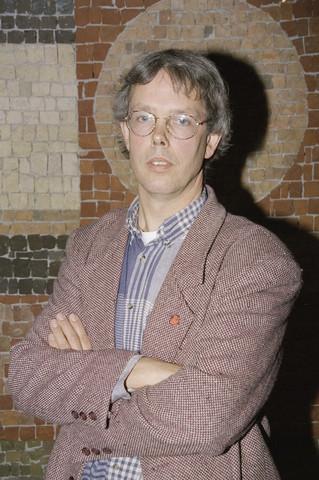 TLB023000968_007 - Portret van Tiny Cox, voormalig gemeenteraadslid Tilburg