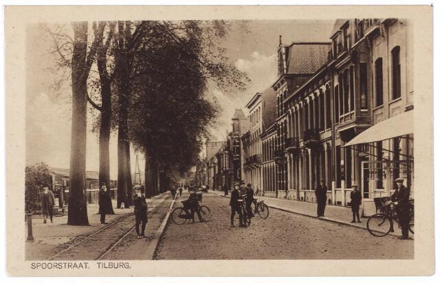 002153 - Spoorlaan richting Heuvel ter hoogte van de Langestraat. Deze kaart werd gebruikt door de Tilburgse sigarenfabrikant Louis van den Boer om zijn bezoek aan te kondigen bij zijn afnemers. Hij hoopt hen 'in den besten welstand' aan te treffen.
