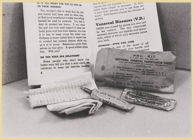 077522 - Tweede wereldoorlog 1940-1945. Hoogstwaarschijnlijk hoorden deze ingrediënten tot de uitrusting van onze bevrijders.