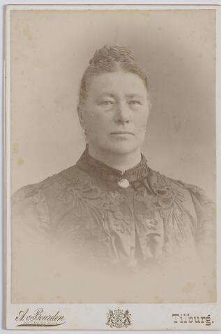 045196 - Johanna Maria Huberta Donders, geboren te Tilburg op 10 mei 1840 en aldaar overleden op 5 juli 1909. Zij was getrouwd met Norbertus de Beer en presidente van de St. Elisabethvereniging.