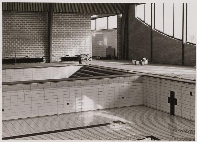 086260 - Interieur zwembad de Salamander in aanbouw.