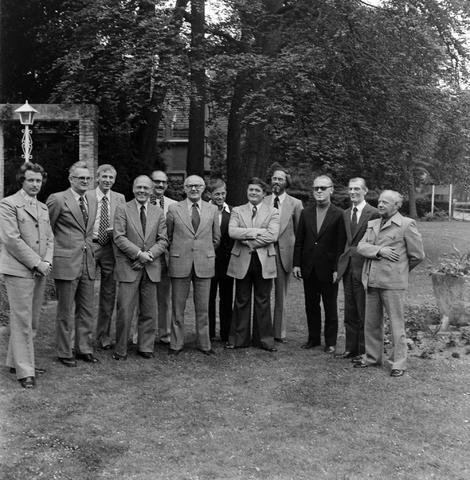 1237_012_990_003 - Viering van een jubileum van textiel firma Van Besouw b.v. bij restaurant Boschlust in Goirle in juni 1976. Groepsfoto met enkel de mannen.
