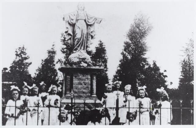 056853 - Heilig Hartbeeld.
