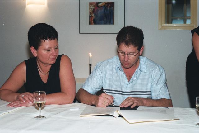 1237_003_292_029 - Scholen. Onderwijs. Een feestelijke bijeenkomst van de beroepsopleidingen van de Rooi Pannen in Tilburg. Ter gelegenheid van de ondertekening door de participanten voor de werkplekken voor de studenten.