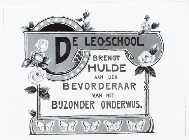051286 - Basisonderwijs. r.k. lagere school.  De Leoschool. De stichting van de school was in 1894. Op 21 maart 1907 wordt hulde gebracht aan het bijzonder onderwijs van  de school. De moederschool heet de St. Jan school.