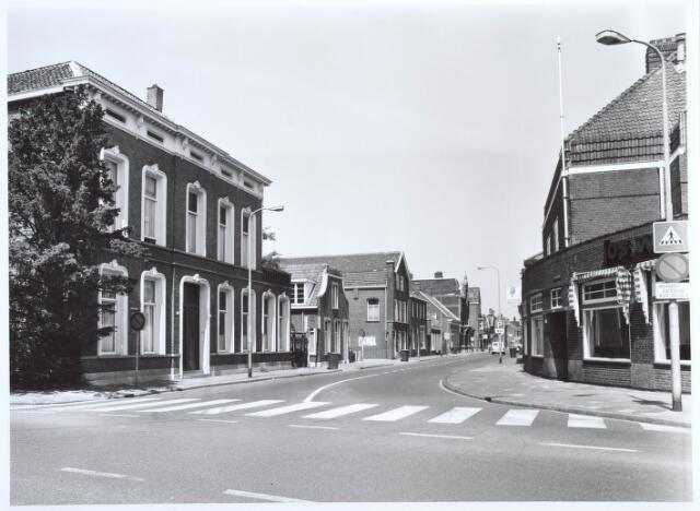 019571 - Goirkestraat gezien vanaf de kruising met het Wilhelminapark (rechts) en de Hasseltstraat (links). Rechts pianohandel Jos Simons.