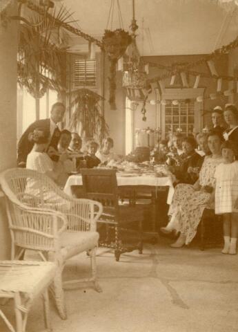 600554 - Lunch op Villa Rosa Kasteel Loon op Zand. Families Verheyen, Kolfschoten en Van Stratum