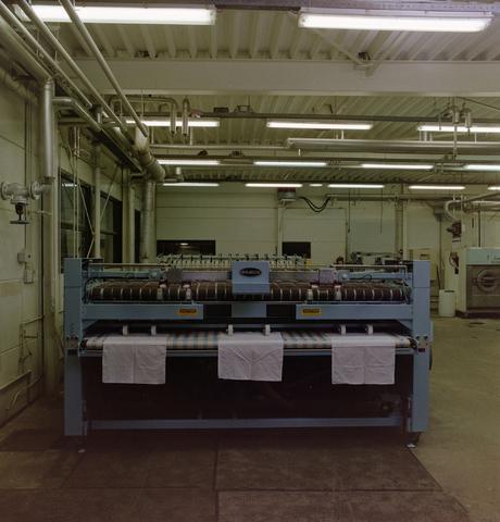 1237_012_964_009 - Ondernemers. Textiel. De machines van Neerlandia Textielreiniging. Van 1978 tot 2008 was deze zaak gevestig op industrieterrein Kraaiven. Na een brand verhuisde het bedrijf naar Rijen.