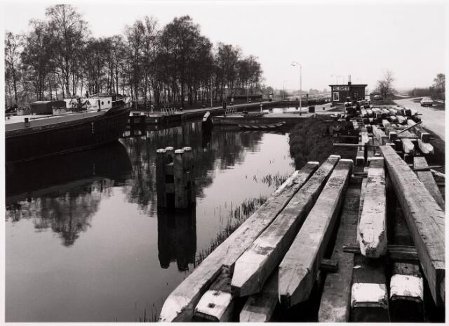 034764 - Sluis II in het Wilhelminakanaal