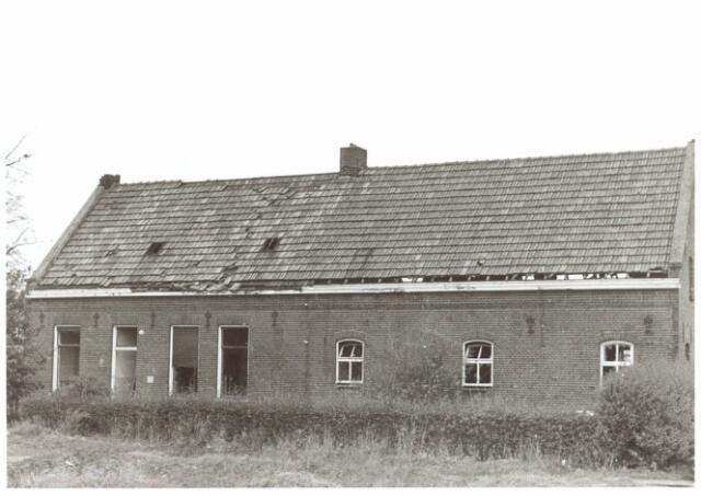 022040 - Vervallen boerderij aan de Hilvarenbeekseweg eind 1970