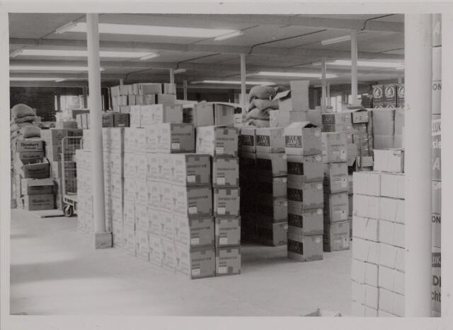 040448 - Opslaruimte van de firma A.J.Schol, groothandel in levensmiddelen.
