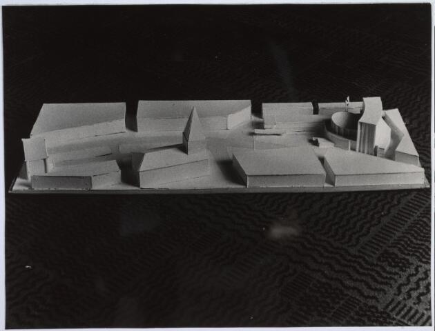 026271 - Maquette van de situering van de Stadsschouwburg in het doorbraakplan Bredaseweg-Paleisstraat