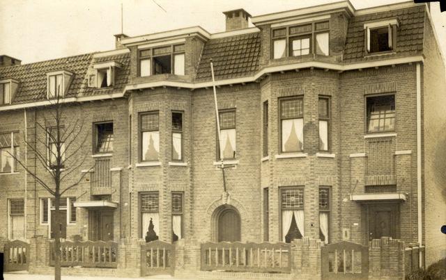 652796 - Pand Professor Dondersstraat, waarschijnlijk nummer 23, in Tilburg. Deze herenhuizen, tussenwoningen, werden gebouwd in de jaren 20 van de vorige eeuw.
