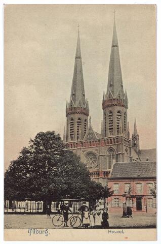 000882 - Heuvel met lindeboom, kerk St. Jozef, pastorie en pomp.