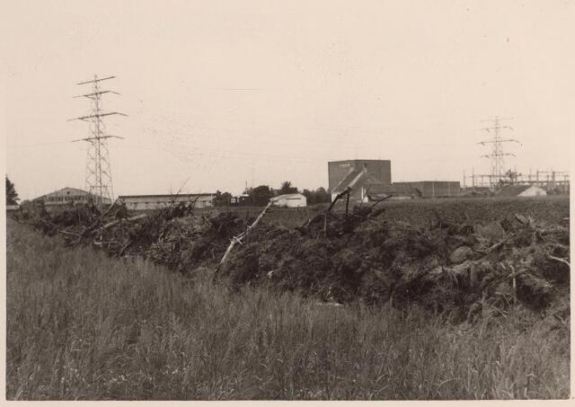 026476 - Omgeving Moerstraat, met op de achtergrond de elektriciteitscentrale van de PNEM