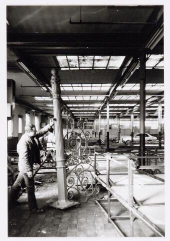 038154 - Hekwerk aan de Goirkestraat t.b.v. Aarts 'bouwwerken'  Het hek is              afkomstig van tectielfabriek Pieter van Dooren.