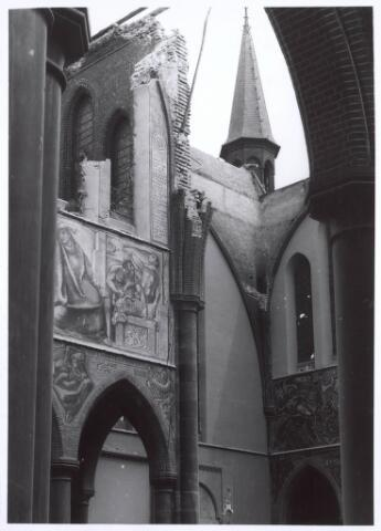020102 - Sloop van de kerk van het Heilig Hart, parochie Noordhoek, in 1975. De kerk werd gebouwd in 1897/1898 naar een ontwerp van dr. P.J.H. Cuypers