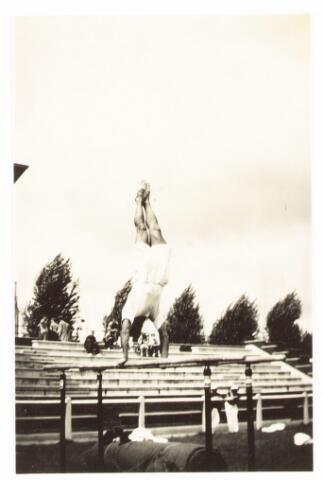 052861 - Volt sport gymnastiek ca. 1935. Hier openluchtwedstrijden of demonstraties. De locatie is onbekend. Zou het Longa terrein kunnen zijn. Daar werd meer gedemonstreerd.