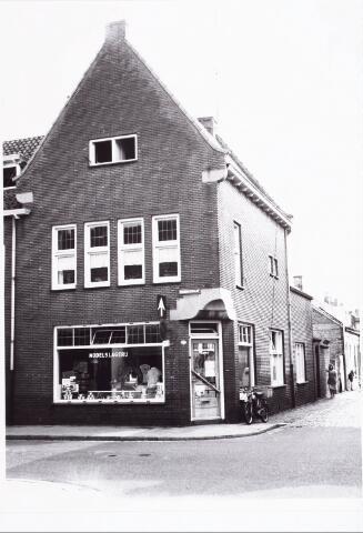 027998 - Slagerij Herman de Roover aan de Koningsstraat, thans Paleisring