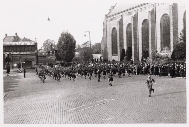 012516 - WO2 ; WOII ; Tweede Wereldoorlog. Bevrijding. Parade van Schotse pijpers op de Markt, enkele dagen na de bevrijding