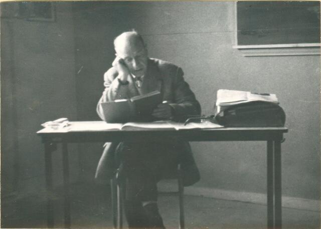 650050 - Odulphus. Verhoeven. Odulphus. De heer Arts, leraar klassieke talen, Sint Odulphuslyceum. schooljaar 1961-1962