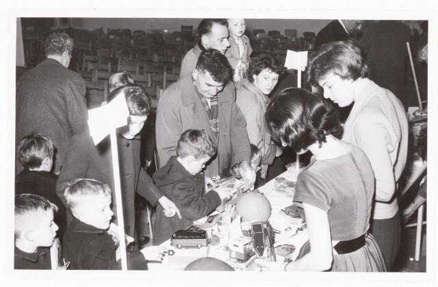 038895 - Volt. Zuid. Ontspanning. Viering Sint Nicolaas voor de kinderen van het personeel in 1959. Sinterklaas. St. Nicolaas