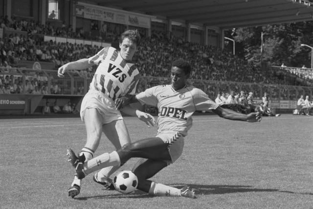 TLB023002535_001 - Voetbal Willem II. actie van John Feskens