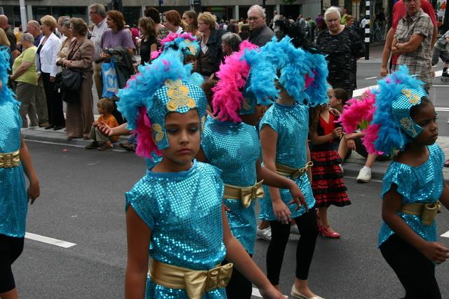 657319 - De T-parade. Een kleurrijke multiculturele optocht door het centrum van Tilburg. De vele culturen van Tilburg worden getoond.
