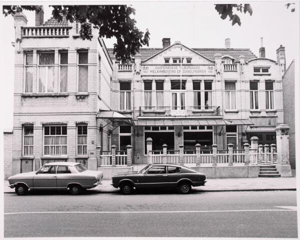 034947 - Zuivelindustrie. Voormalige melkfabriek van de Coöperatieve Tilburgsche Melkinrichting en Zuivelfabriek (CTM) aan het Wilhelminapark. Het in Jugendstill opgetrokken gebouw werd in 1913 gebouwd en is ontworpen door de Tilburgse architect Jos Donders.