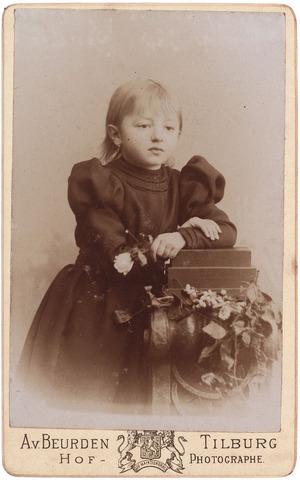 003582 - ....Berghegge, dochter van Josephine Maria Margaretha Houben (1853-1920) en Johannes Antonius Berghegge (1850-1922