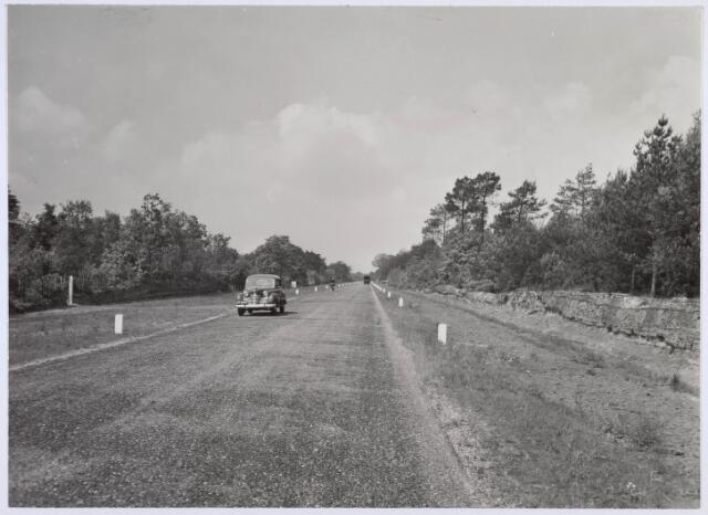 018951 - Gilzerbaan anno 1954, kort nadat de weg is verhard