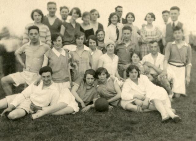 600534 - Tilburgse Korfbalvereniging O.N.A. opgericht in 1921, speelde in het gemeentelijk sportpark.
