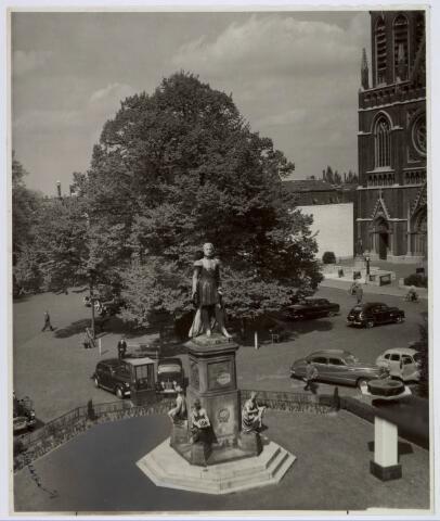 021442 - Standbeeld van Willem II op de Heuvel in 1949