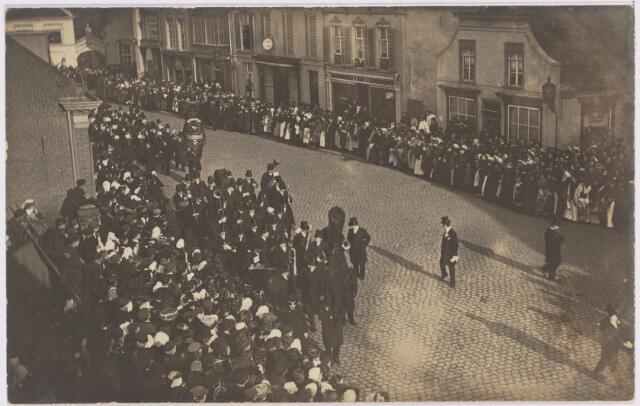 103436 - Begrafenis van burgemeester W.P.A. Mutsaers (1833-1907).