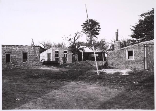 024793 - Erf van een boerderij aan de Kraaivenstraat omstreeks 1962
