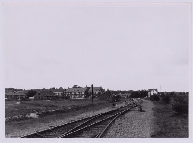 036842 - Spoorwegen: Bels lijntje. Het oude tracé van de spoorweg naar Turnhout ter hoogte van de Ringbaan-West. Wachthuis nr. 2 stond aan de Beukenstraat.