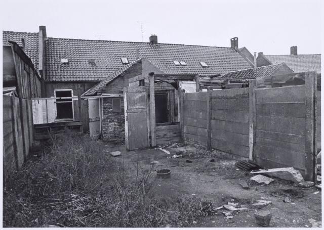 022516 - Achterzijde van slooppanden aan de Van Hogendorpstraat