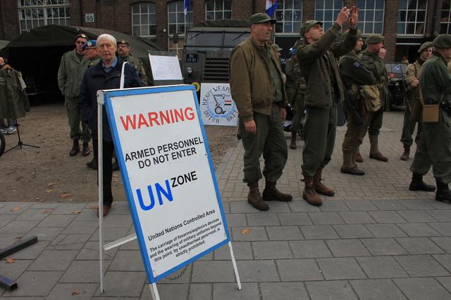 658369 - Tilburg 75 jaar bevrijd. Een optocht met militaire voertuigen en taptoe door de Tilburgse binnenstad op 27 oktober 2019.